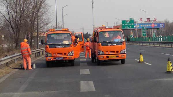 北京市西六环高速路G4501嘉格灌缝胶道路裂缝灌缝施工