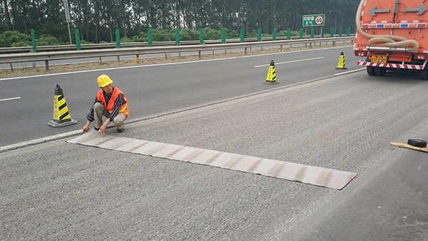 嘉格抗裂贴应用于京哈高速层间裂缝修补处理
