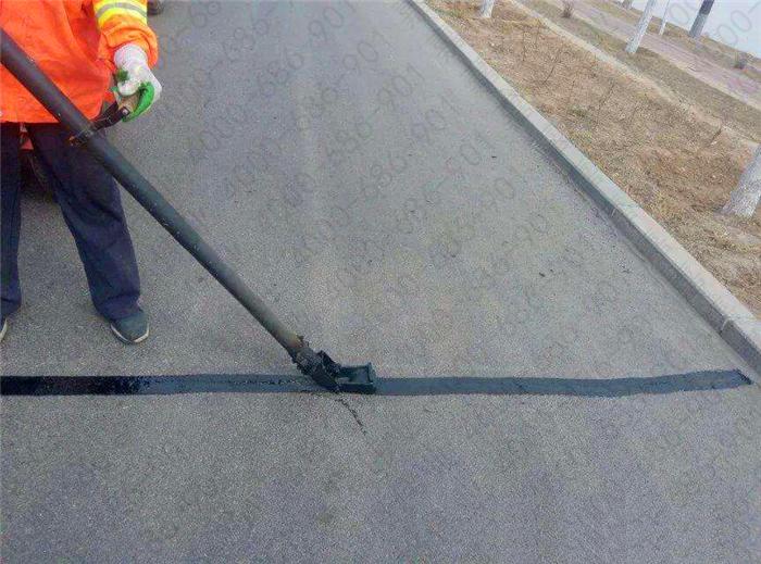 丰润市政采用道路灌缝胶进行公路裂缝养护
