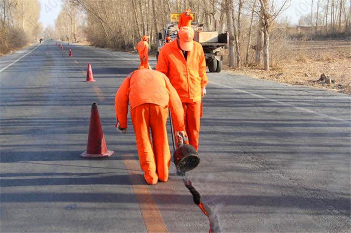 道路裂缝修补为什么选择公路灌封胶?