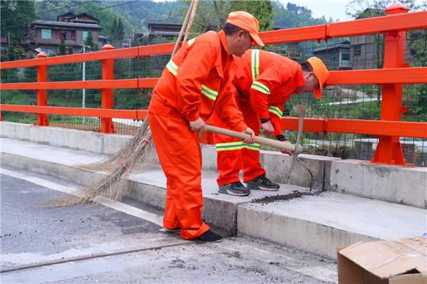 贵州都匀采用道路灌缝胶处理桥梁伸缩缝