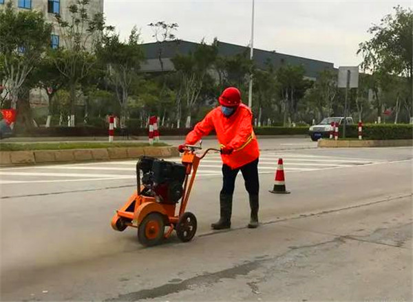 入秋以来福建市政道路大面积实施路面灌封胶灌封施工