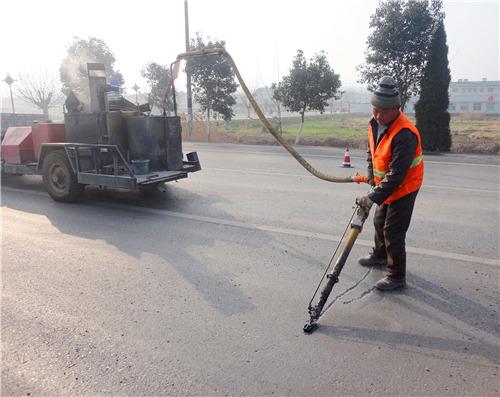 公路灌缝胶处理路面裂缝优于灌缝沥青