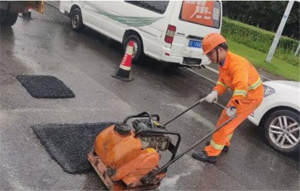 沥青混凝土冷补料快速修补路面坑洼破损