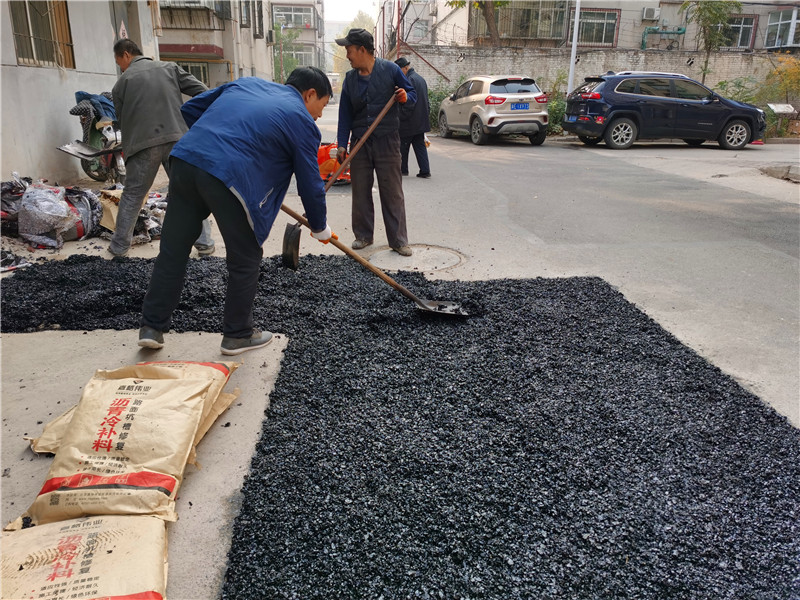 嘉格道路冷补料雨雪寒冬都能用原来材料和配方是硬伤