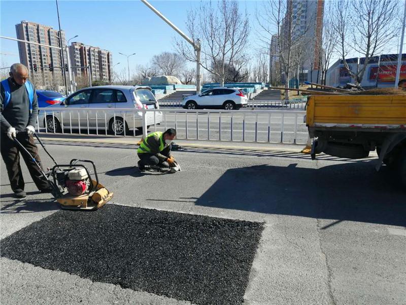 公路冷补料修补坑槽强度形成原理和正确使用方法