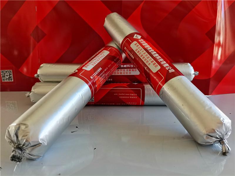 聚氨酯自流平冷灌缝胶用于道路裂缝及伸缩缝灌缝修补