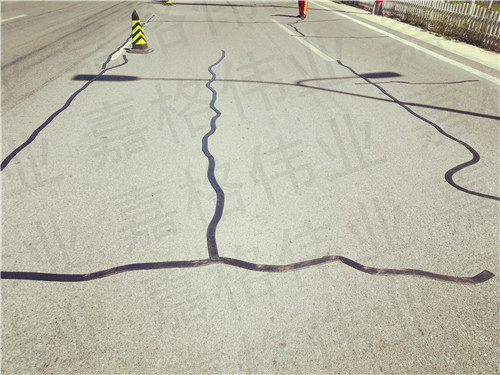 路面裂缝修补用的公路贴缝带被冒名顶替后果很严重