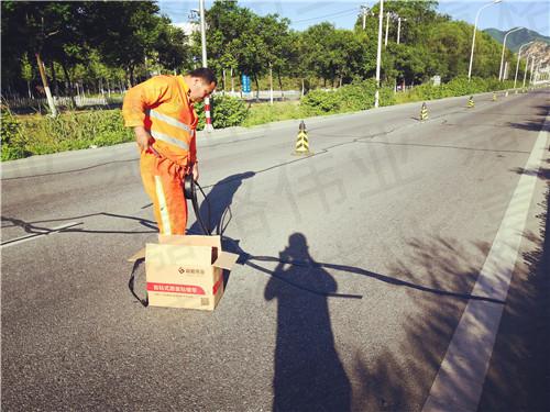 嘉格沥青道路贴缝带靠什么活跃在祖国各地的施工现场