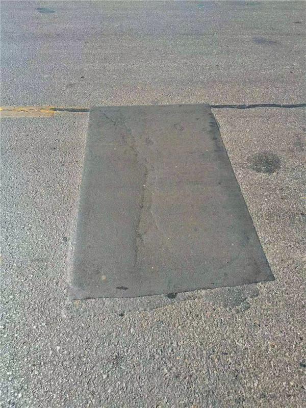 福建龙岩迎国评积极开展路面裂缝及坑槽修补