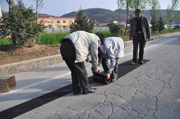 不同类型道路路面裂缝产生的原因和处理材料简析